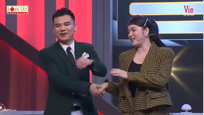 Lý Nhã Kỳ cố tình đụng chạm, Khắc Việt: Anh có vợ rồi - Ảnh 5.