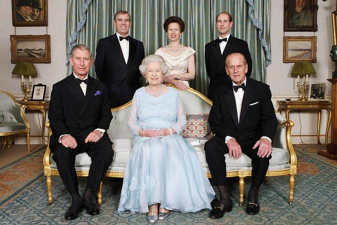Hoàng gia Anh đã thay đổi luật lệ ra sao để bảo vệ quyền lợi cho cô con gái độc nhất vô nhị của Hoàng tử William? - Ảnh 2.