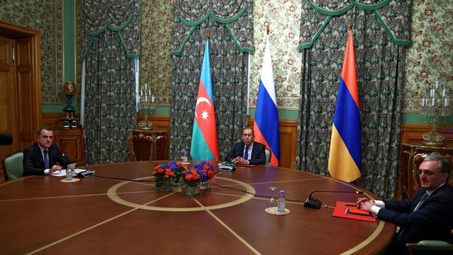 Nga: Armenia và Azerbaijan nhất trí thỏa thuận ngừng bắn - Ảnh 2.