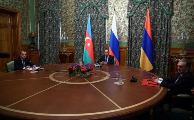 """Cuộc đua """"song mã"""" của Nga-Thổ trong xung độtArmenia-Azerbaijan"""