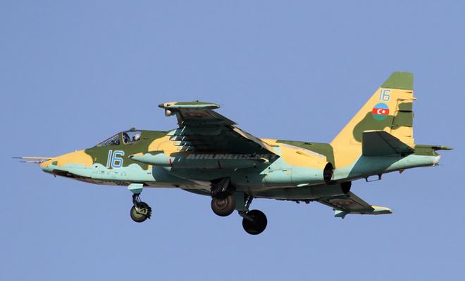 NÓNG: Thêm một Su-25 bị bắn rơi, chiến sự Azerbaijan - Armenia leo thang nguy hiểm - Ảnh 1.