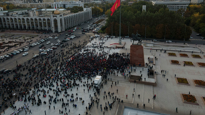 Từ mâu thuẫn tới biểu tình: Kyrgyzstan chứng kiến giọt nước tràn ly của cuộc tranh giành quyền lực gay gắt - Ảnh 2.