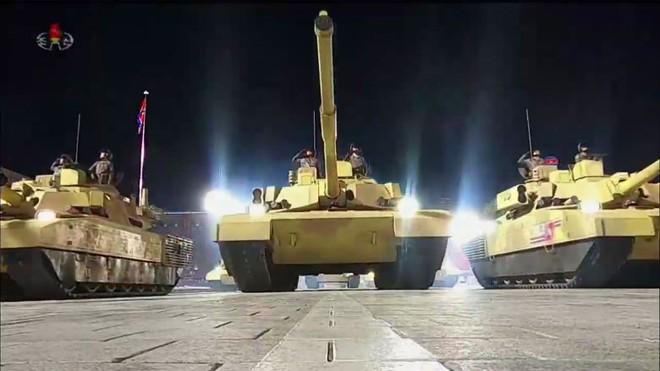 Nhiều chuyên gia bối rối vì cuộc duyệt binh trong đêm của Triều Tiên - Ảnh 2.