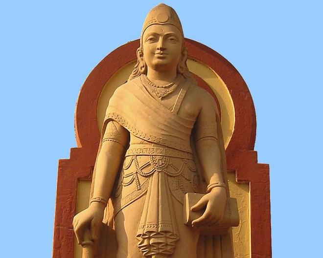 Tượng chân dung Chandragupta Maurya. Nguồn photo: hindi.webdunia.com