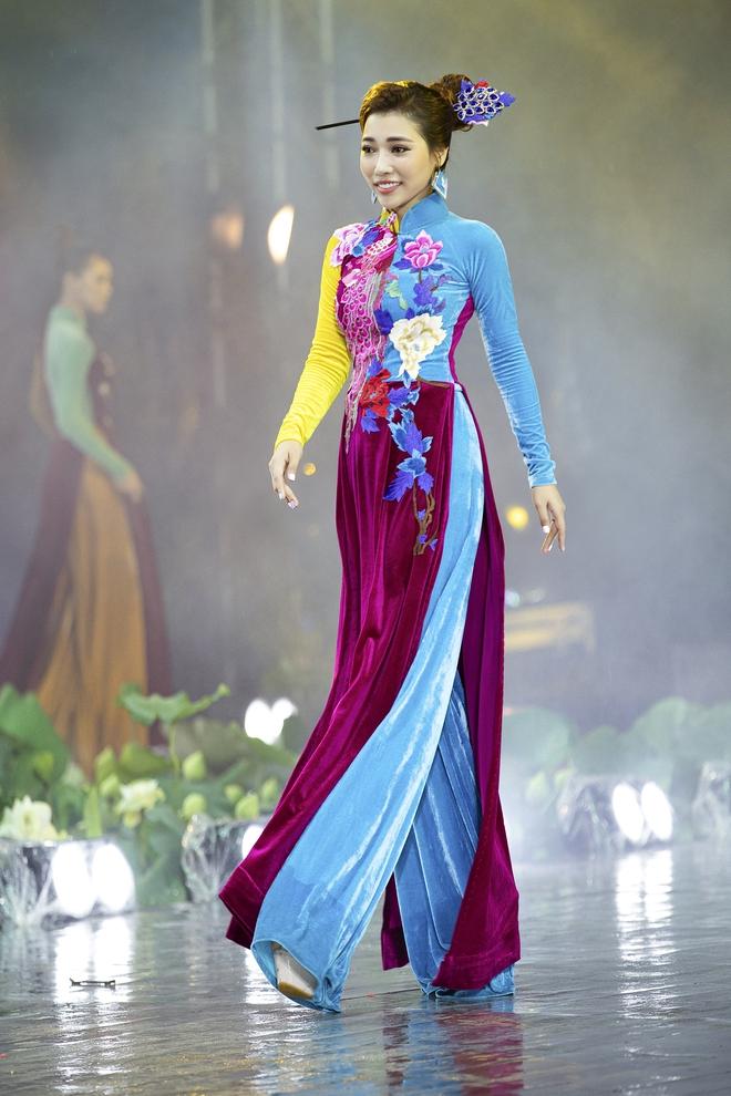 Á hậu Lý Kim Thảo làm nàng thơ của NTK Nhật Dũng - Ảnh 6.