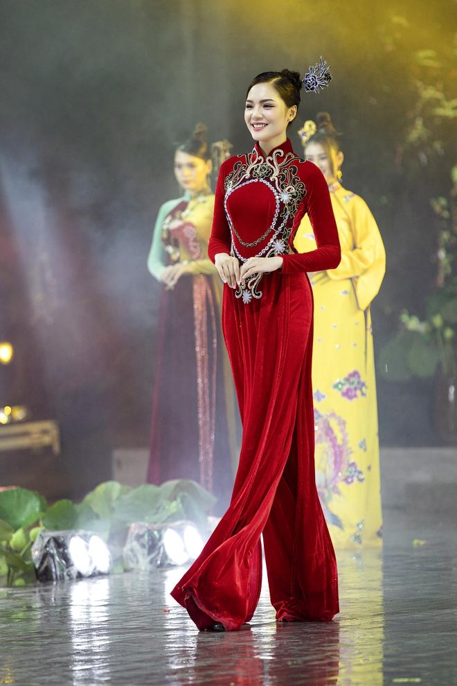 Á hậu Lý Kim Thảo làm nàng thơ của NTK Nhật Dũng - Ảnh 9.