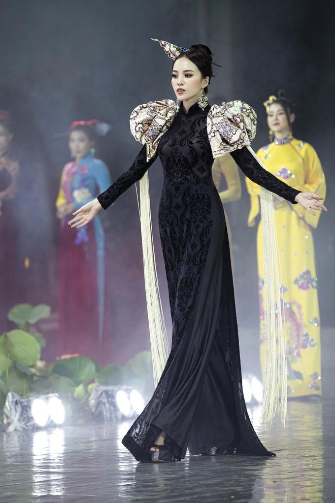 Á hậu Lý Kim Thảo làm nàng thơ của NTK Nhật Dũng - Ảnh 10.