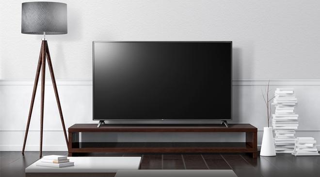 """Trong """"bão"""" giảm giá 50%, tivi 4K 43 inch có giá bán rẻ không tưởng - Ảnh 1."""