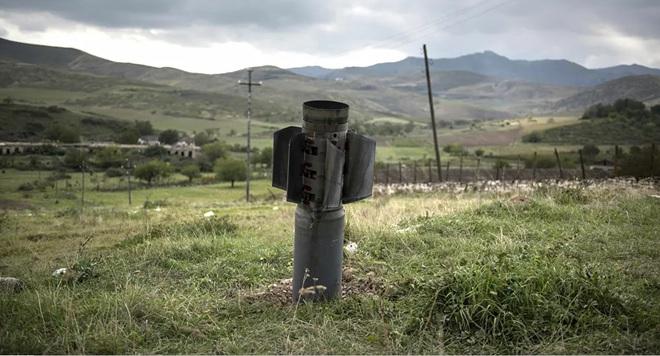 Chiến sự Azerbaijan-Armenia ác liệt: Su-25 bị bắn hạ - Nhóm Minsk họp khẩn - Ảnh 1.
