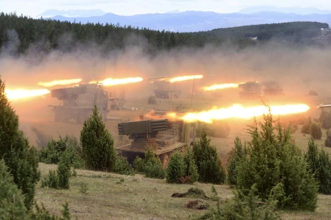 Trực thăng, pháo binh Serbia ồ ạt tấn công mục tiêu: Màn phô diễn hỏa lực đầy ấn tượng! - Ảnh 3.