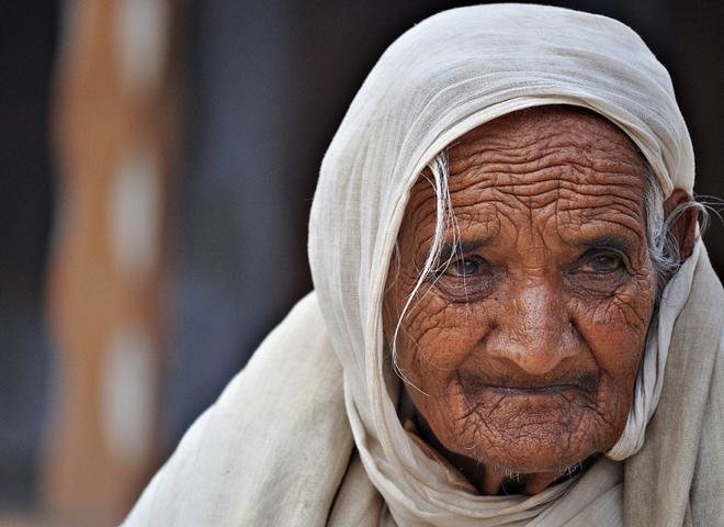 Bà lão khốn khổ được giúp thoát khỏi cảnh nghèo đói, cảnh tượng lạ lùng sau khi bà lão qua đời khiến bao người kinh ngạc - Ảnh 2.