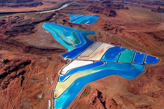 Lạ mắt hồ nước cầu vồng giữa sa mạc nước Mỹ - Ảnh 1.
