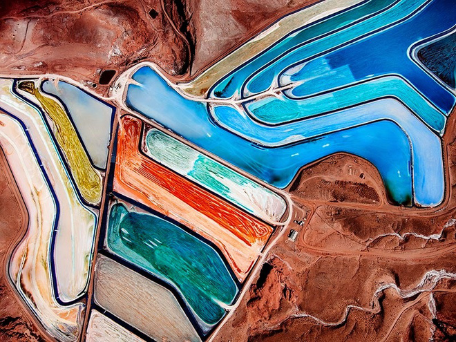 Lạ mắt hồ nước cầu vồng giữa sa mạc nước Mỹ - Ảnh 2.