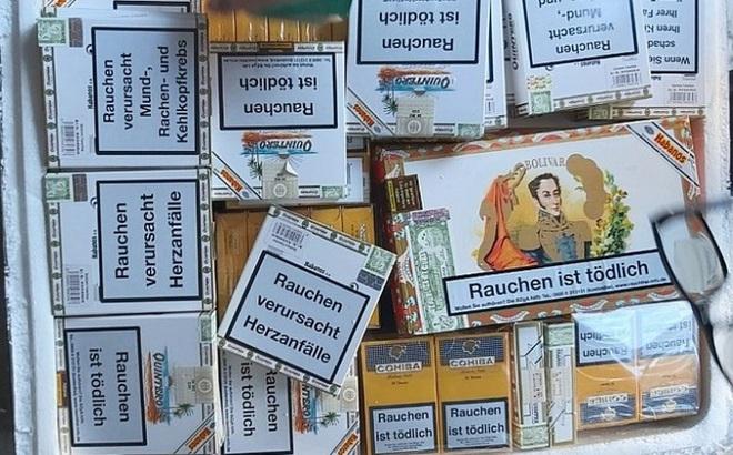 Thu giữ hàng nghìn điếu xì gà vận chuyển qua đường hàng không