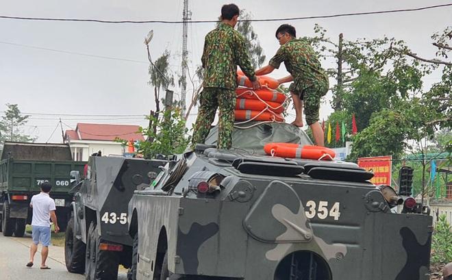 3 người nước ngoài trong nhóm 40 công nhân thuỷ điện Rào Trăng 3 đã đi rừng về tới thuỷ điện Rào Trăng 4