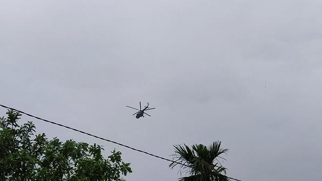 Trực thăng xuất hiện ở khu vực thuỷ điện Rào Trăng 3, quân đội tiếp tục vào hiện trường - Ảnh 4.