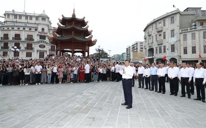 Ông Tập thị sát căn cứ, ra lệnh thủy quân lục chiến sẵn sàng chiến đấu: Thông điệp về Đài Loan và biển Đông - Ảnh 2.