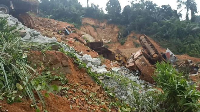Bộ trưởng Trần Hồng Hà chỉ ra nguyên nhân xảy ra hàng loạt vụ sạt lở đất - Ảnh 1.
