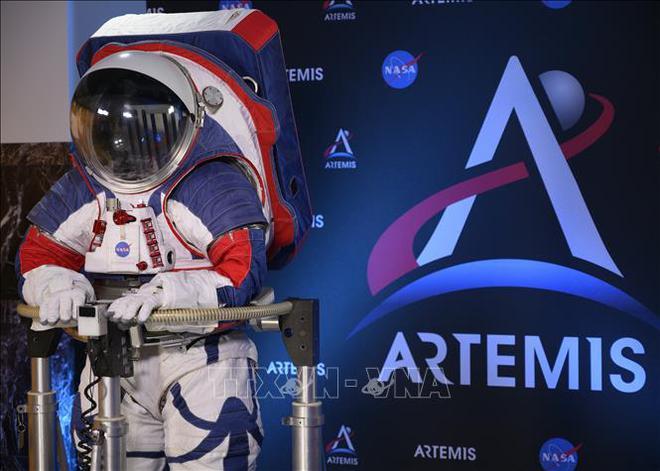 Tám quốc gia ký thỏa thuận thám hiểm Mặt Trăng - Ảnh 1.