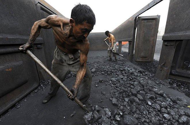Mỹ và Trung Quốc càng đối đầu, môi trường càng liên lụy nghiêm trọng - Ảnh 1.