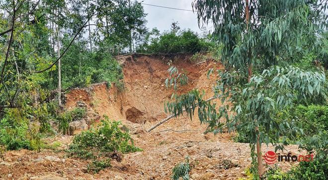 Quảng Nam: Xót xa những ngôi nhà tan hoang, đổ nát do sạt lở - Ảnh 2.