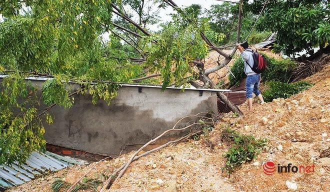 Quảng Nam: Xót xa những ngôi nhà tan hoang, đổ nát do sạt lở - Ảnh 3.