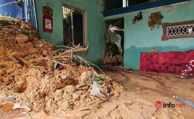 Quảng Nam: Xót xa những ngôi nhà tan hoang, đổ nát do sạt lở - Ảnh 13.