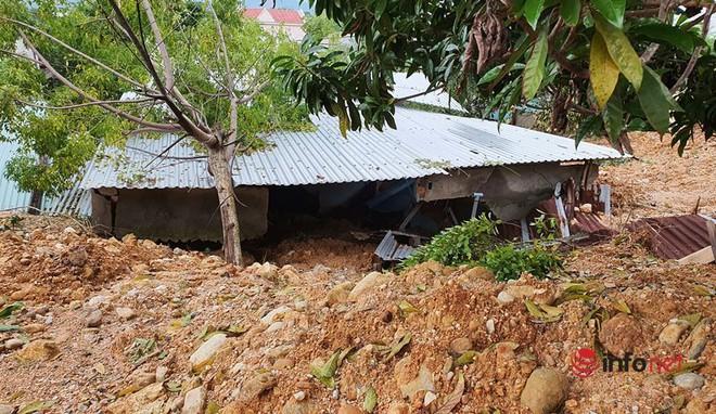 Quảng Nam: Xót xa những ngôi nhà tan hoang, đổ nát do sạt lở - Ảnh 5.