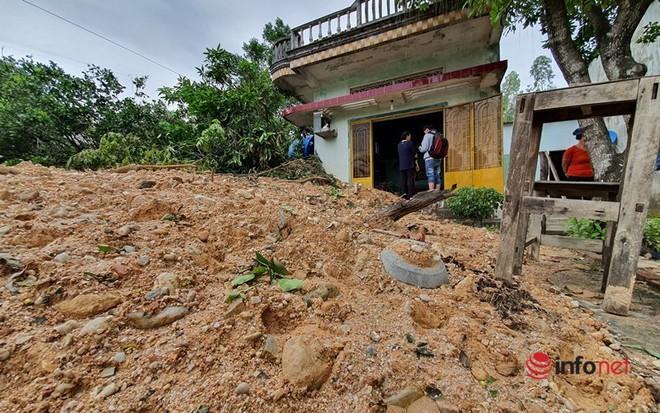 Quảng Nam: Xót xa những ngôi nhà tan hoang, đổ nát do sạt lở - Ảnh 8.