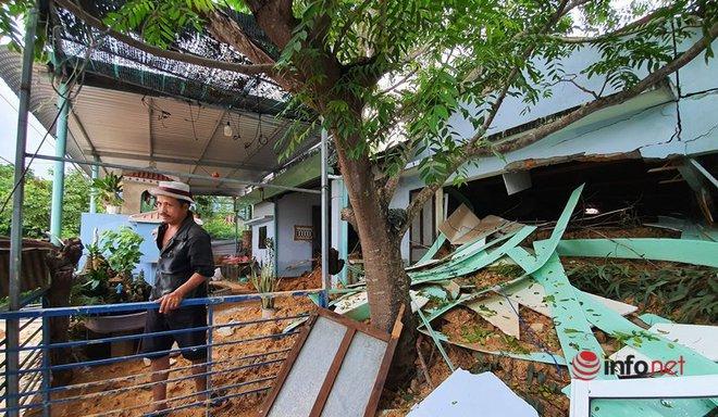 Quảng Nam: Xót xa những ngôi nhà tan hoang, đổ nát do sạt lở - Ảnh 10.