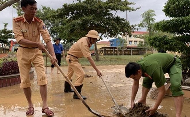 Công an Quảng Bình lập 10 tổ xung kích giúp dân khắc phục hậu quả sau lũ