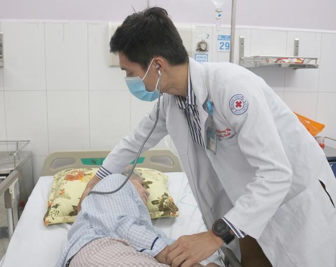 Bác sĩ trẻ đau đáu về những cái chết bị động của người cận tử, quyết chạy 250km để gây quỹ - Ảnh 2.