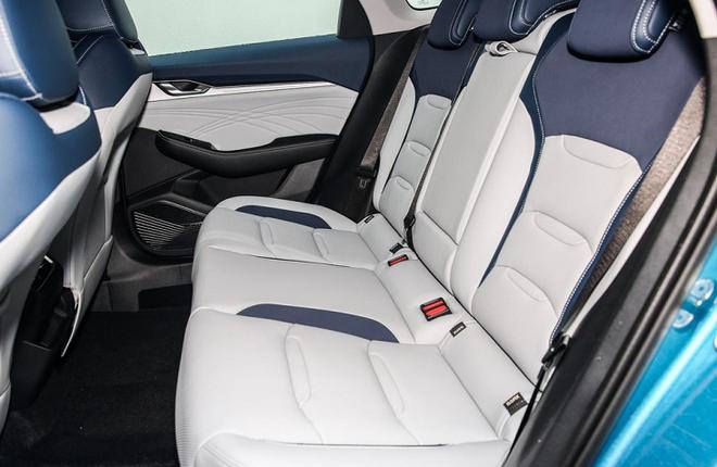Soi nội thất ô tô hạng sang trang bị cả tá công nghệ, giá rẻ hơn Honda City ở Việt Nam - Ảnh 8.
