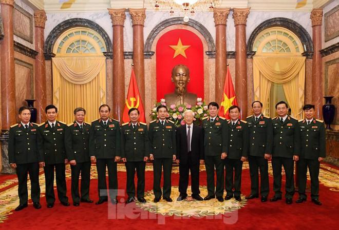 Tổng Bí thư, Chủ tịch nước trao quân hàm Thượng tướng cho hai sĩ quan cấp cao Quân đội - Ảnh 3.