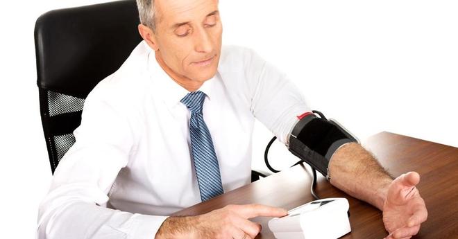 5 cách đơn giản để giảm huyết áp: Làm một động tác nắm tay này có thể giảm 10 mmHg - Ảnh 2.