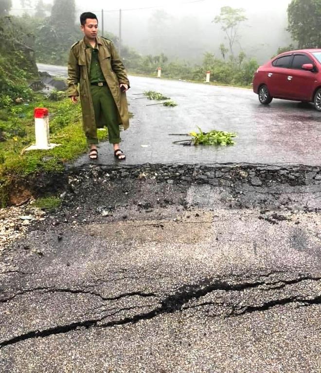 Sụt lún nghiêm trọng ở con dốc dài và nguy hiểm nhất miền tây Nghệ An - Ảnh 8.