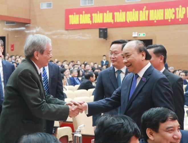 Thủ tướng Nguyễn Xuân Phúc dự khai mạc Đại hội Đảng bộ tỉnh Nghệ An - Ảnh 6.