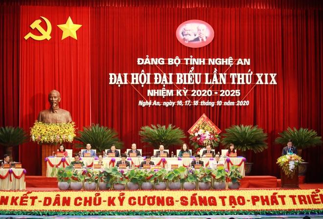 Thủ tướng Nguyễn Xuân Phúc dự khai mạc Đại hội Đảng bộ tỉnh Nghệ An - Ảnh 12.