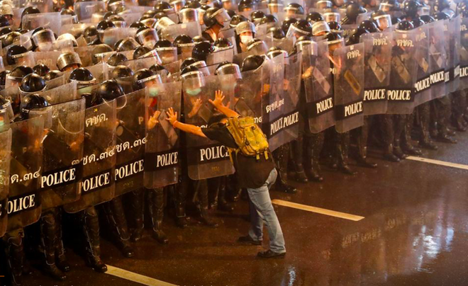 Cảnh sát dùng vòi rồng, các thủ lĩnh Thái Lan tuyên bố chấm dứt biểu tình - Ảnh 1.