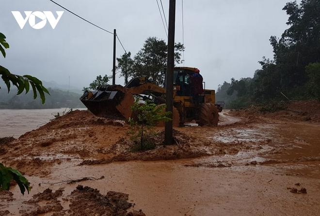 Nước lũ tràn qua Quốc lộ 1A, BOT ở Quảng Trị phải xả trạm - Ảnh 7.