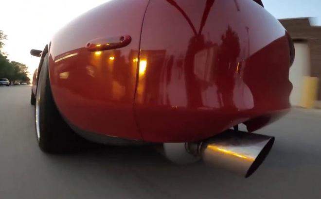 Clip: Chuyện gì xảy ra bên trong ống nạp của động cơ ô tô khi vận hành?