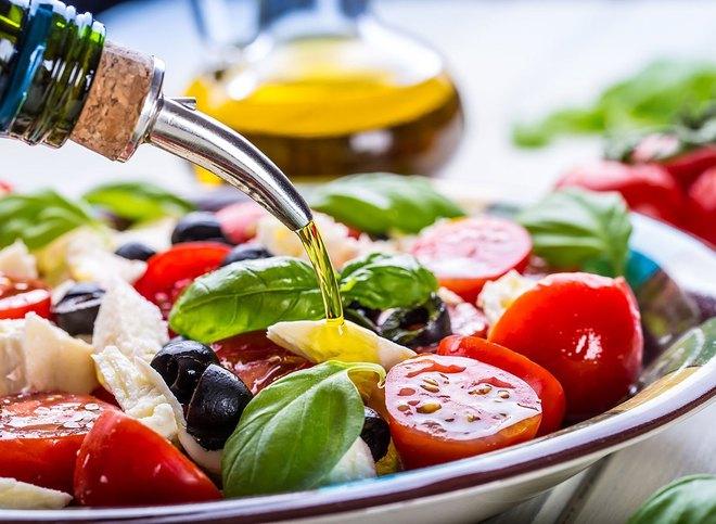 Vì sao dầu ô liu được coi là dầu tốt cho sức khoẻ nhất, chế độ ăn kiểu Địa Trung Hải ưu tiên tiêu thụ? - Ảnh 3.