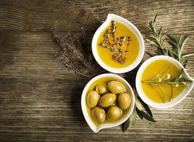 Vì sao dầu ô liu được coi là dầu tốt cho sức khoẻ nhất, chế độ ăn kiểu Địa Trung Hải ưu tiên tiêu thụ? - Ảnh 1.