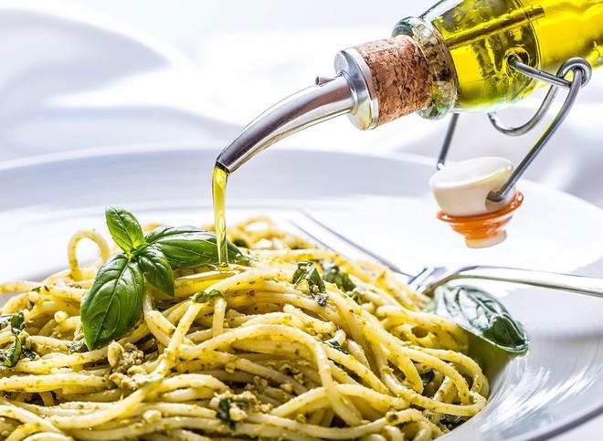Vì sao dầu ô liu được coi là dầu tốt cho sức khoẻ nhất, chế độ ăn kiểu Địa Trung Hải ưu tiên tiêu thụ? - Ảnh 7.
