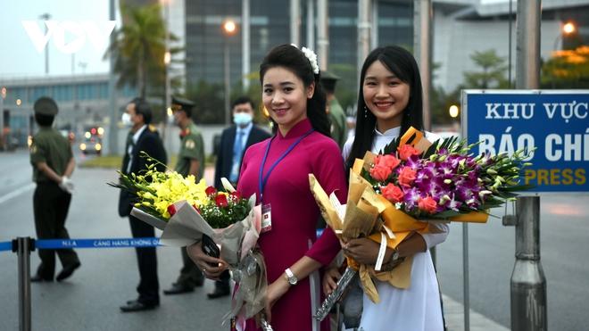 Hình ảnh Thủ tướng Suga Yoshihide và đoàn cấp cao Nhật Bản đến Nội Bài - ảnh 2
