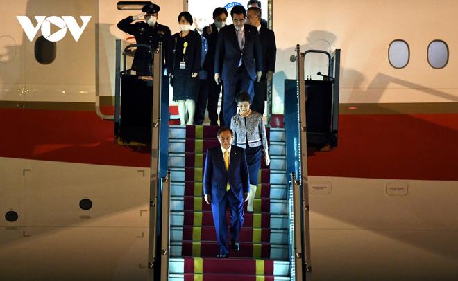 Hình ảnh Thủ tướng Suga Yoshihide và đoàn cấp cao Nhật Bản đến Nội Bài - ảnh 11
