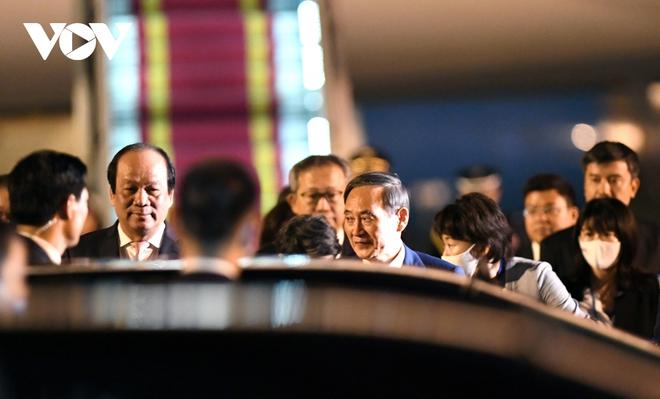 Hình ảnh Thủ tướng Suga Yoshihide và đoàn cấp cao Nhật Bản đến Nội Bài - ảnh 12