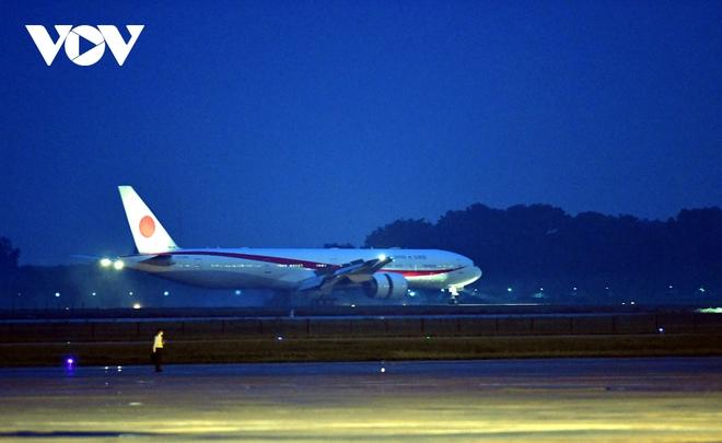 Hình ảnh Thủ tướng Suga Yoshihide và đoàn cấp cao Nhật Bản đến Nội Bài - ảnh 4