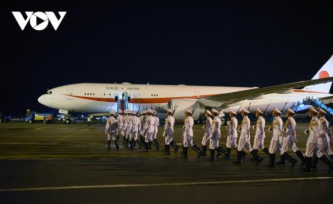 Hình ảnh Thủ tướng Suga Yoshihide và đoàn cấp cao Nhật Bản đến Nội Bài - ảnh 8