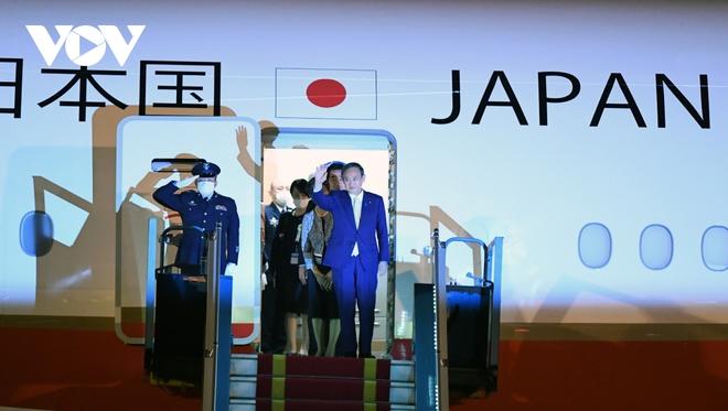 Hình ảnh Thủ tướng Suga Yoshihide và đoàn cấp cao Nhật Bản đến Nội Bài - ảnh 9